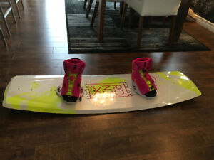 Wakeboard 135 cm pour femme. Neuf
