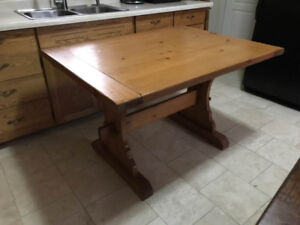 Rustic solid pine harvest table with 6 leather parson chairs