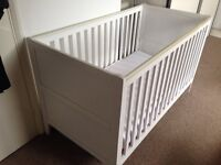 Cotbed in excellent condition