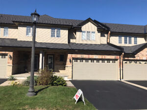 Gorgeous 3bdrm Executive Townhouse in Meadowlands