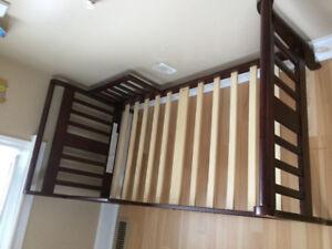 Brown/mahogany toddler bed