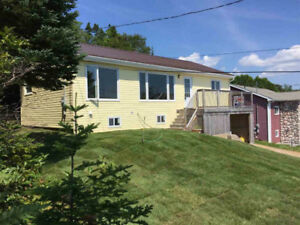 3 BEDROOM BUNGALOW IN BAYSIDE WITH WATERVIEW!