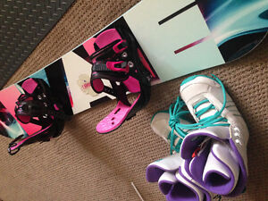 Women's snowboard, bindings and size size 8 boots
