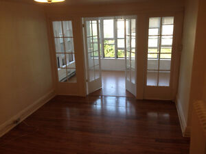 Overly Spacious and Sunny 3 bdrm apartment Belleville Belleville Area image 7