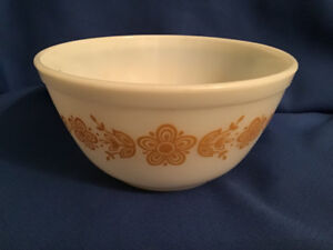 Vintage Pyrex Butterfly Gold Mixing Bowl 402 1 1/2 Quarts
