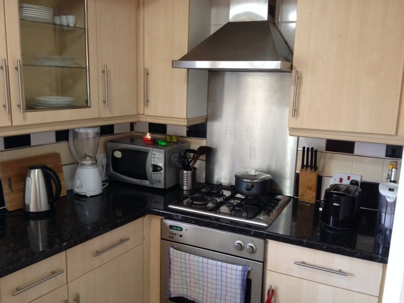DOUBLE ROOM COMMERCIAL ROAD