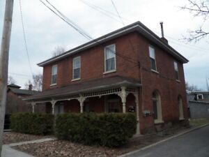 Prime East hill Victorian Spacious 2 bedroom