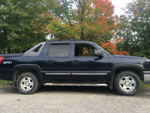 For sale MINT 2004 4x4 Chevrolet Avalanche Pickup Truck
