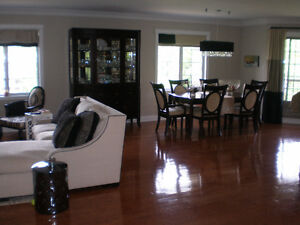 CONDO PENTHOUSE BEAUTIFUL UP DATED 1700 SQ FT