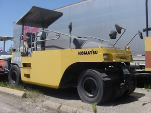 Komatsu JW215 pneumatic 7 wheel compaction roller 10/14 tons, Downtown-West End Greater Vancouver Area image 3