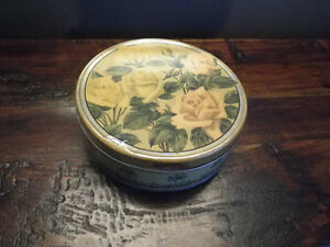 Vintage Huntley & Palmers Biscuit Tin