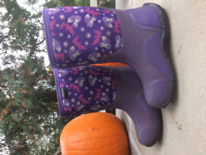 Bogs boots YOUTH size 4