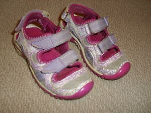 Girl's Wilson Covered Toe Sport Sandals Size 10