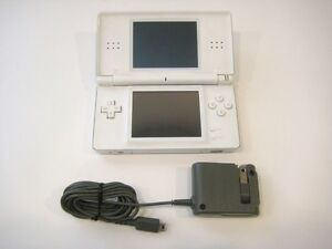 *****NINTENDO DS LITE BLANC + JEUX A VENDRE / WHITE NINTENDO DS LITE + GAMES FOR SALE*****