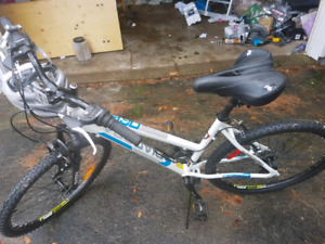 womans diadora bike barely used