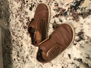 TOMS  Toddler Boys size 9 Shoes
