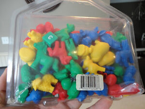 5 Assorted Vintage Toys -Mighty Beans, Farm Animals, Checkers ++ Kitchener / Waterloo Kitchener Area image 5