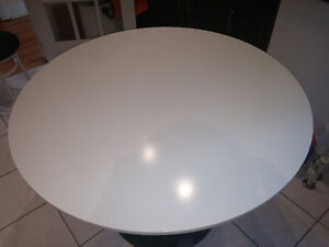 *****TABLE RONDE IKEA (DOCKSTA) 6 PLACES*****