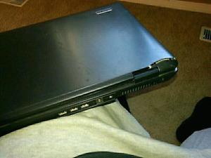 "Accer extenza 7620 17"" laptop has broken screen"
