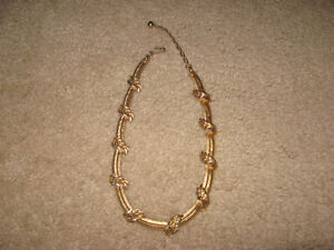 Necklace ( 1940's )
