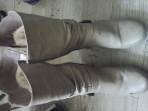 Winter Boots In Perfect Mint Condition ...Size 6... 15$