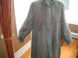 Manteau de fourrure en vison teint  vert reversible