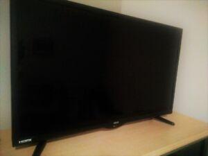TV HD de marque RCA 32 pouces + lecteur DVD intégré