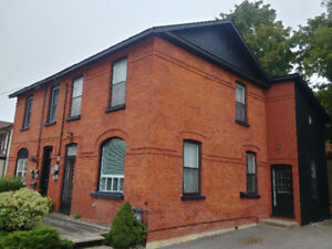 Collingwood downtown heritage home rental