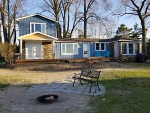 Spacious Port Franks Cottage - Spectacular Lake Huron View