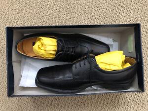 Men's size 9 - black - leather - loafer