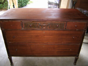 ANTIQUE SOLID MAHOGANY CARVED CLASSIC CABINET