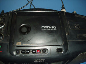 BOOMBOX CD PLAYER RADIO CASSETTE STEREO SPEAKERS SONY CFD-10 West Island Greater Montréal image 4