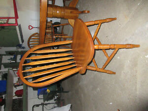 Home Furniture Wooden Table, 4 chairs and one leaf Kitchener / Waterloo Kitchener Area image 3