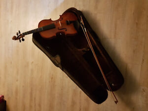 Stentor Student Violin and Case.