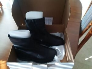 MENS black leather side-zip boots SIZE 8-8.5