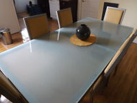 $300 - Complete Dinning table and 6 chairs