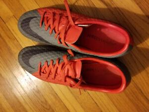 Women's Size 10 Nike Cleats
