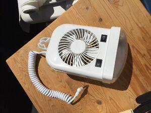 Ventillateur et lumìère inclus pour tente-roulotte