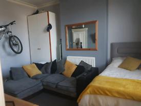 Studio flat to let in Crossgates LS15 8DZ