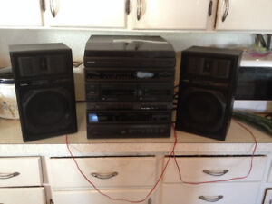 Toshiba SL-3358 Stereo System-Turntable / 2 Speakers- AS IS