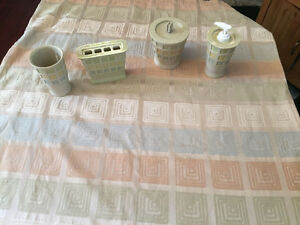 Reduced - Fabric shower curtain and matching bathroom accessorie