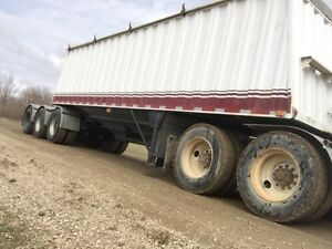 ** CHEAP** Tri axle lead lode king grain trailer