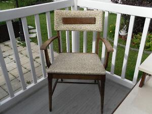 chaise antique  vintage  très propre  581 490 1146