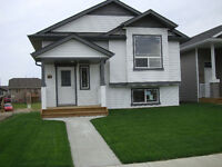 5 Bedroom Home South Red Deer - Walkout Basement