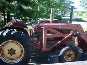 $2000 1959 DAVID BROWN 950 TRACTOR WITH LOADER BUCKET