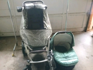 Uppababy Vista stroller with car seat attachment and bassinest