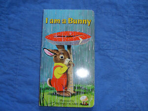 I am a Bunny Board Book Illustrated by Richard Scarry