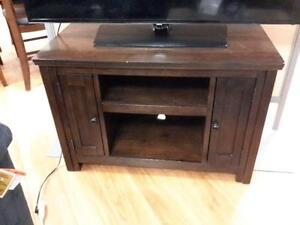 *** USED *** ASHLEY GARLETTI TV STAND   S/N:51218649   #STORE534