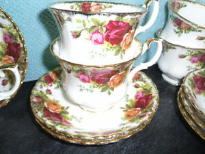 SIX OLD COUNTRY ROSE ROYAL ALBERT CUPS AND SAUCERS