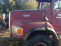 1991 Ford L8000 Tractor - Parting out